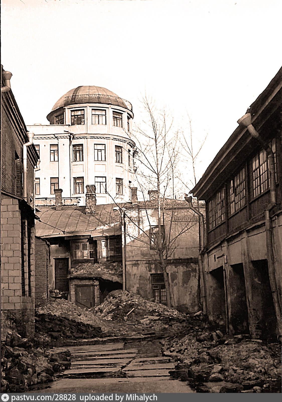 Ветхие постройки за кинотеатром «Уран»