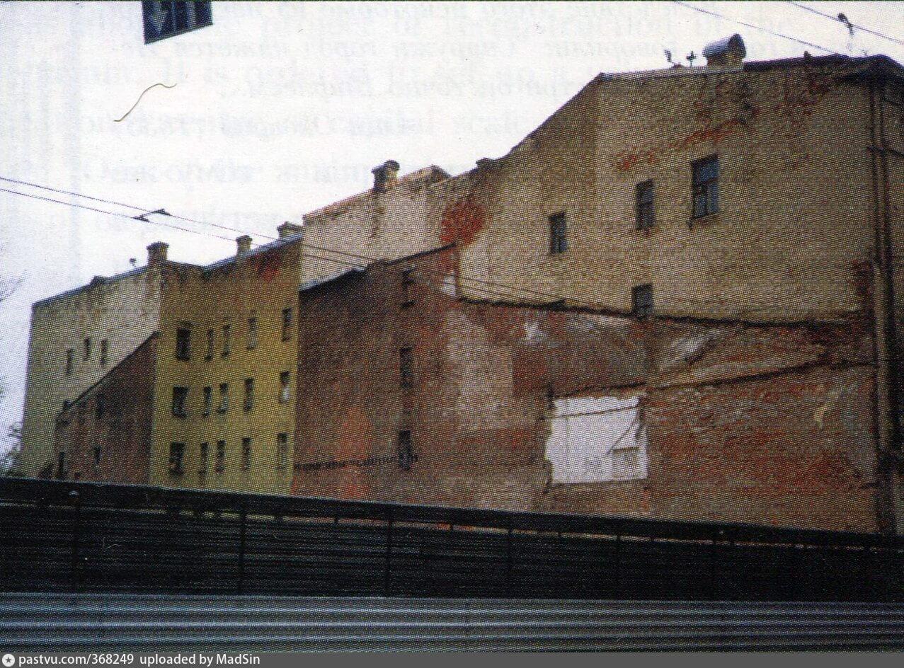 Котлован на месте строительства здания театра