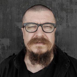 Родился в 1961 в городе Рига. В 1990 окончил Академию художеств Латвии. С 1991 года живет и работает в Москве. Участник перформансов и многочисленных выставок в России и за рубежом. Режиссёр арт-хаусных фильмов.